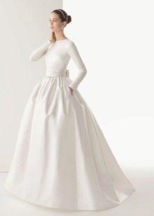 Пышное закрытое свадебное платье от Ели Сааб