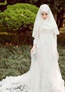 Белое ажурное мусульманское свадебное платье