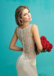 Свадебное платье с полностью кружевной спиной