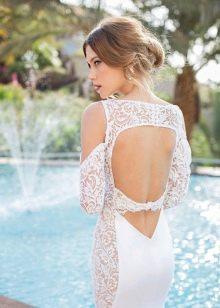 Свадебное платье с частично кружевной спиной