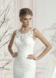Короткое свадебное платье с крупным кружевом