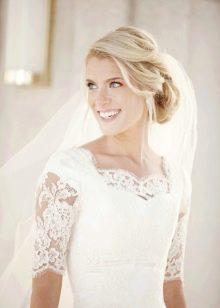 Свадебное платье скромное с кружевными рукавами