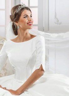 Свадебное платье с вырезом лодочка