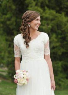 Скромное свадебное платье с рукавом