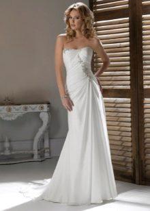 Длинное свадебное платье с открытыми плечами