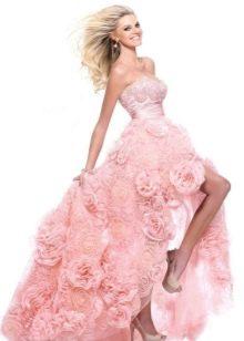 Розовое короткое свадебное платье со шлефом