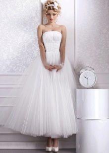 Свадебное платье миди без бретелей