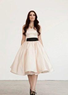 Свадебное платье миди с черным поясом