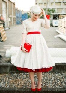 Свадебное платье миди с яркими элементами