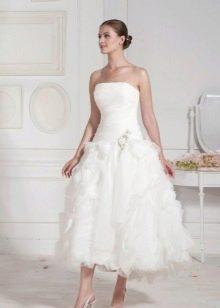 Свадебное платье миди с рюшами