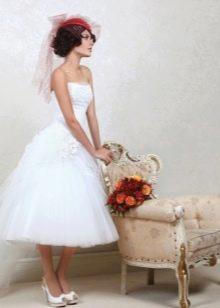 Свадебное платье с вуалеткой миди