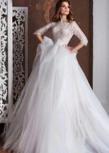 Свадебное платье пышное с ажурными рукавами