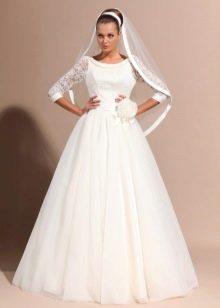 Свадебное платье с кружевными рукавами пышное