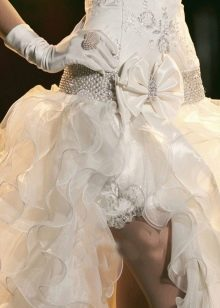 Свадебное платье со съемным шлейфом с воланами