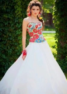Свадебное платье в русском стиле с маками