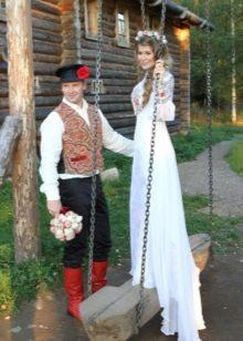 Свадебное платье со шлейфом в русском стиле