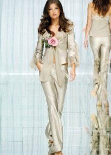 Бежевый свадебный костюм
