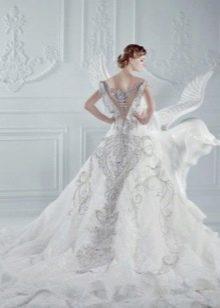 Свадебное платье с разшытым шлейфом стразами