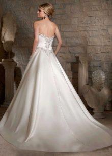 Пышное свадебное платье, декорированное стразами