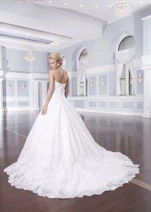 Свадебное платье с каскадным шлейфом