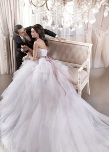 Свадебное платье пышное с воздушным шлейфом