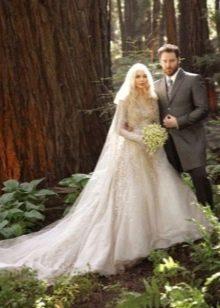 Свадебное платье бежевое со шлейфом