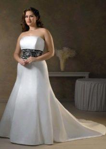 Свадебное платье со шлейфом для полных невест