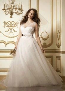 Свадебное белое платье пышное для полных невест