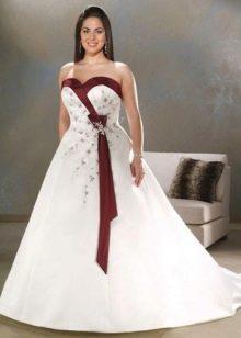 Свадебное платье для полных с красными элементами