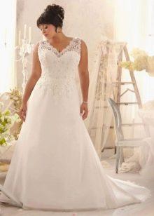 Свадебное платье для полной невесты с кружевным верхом