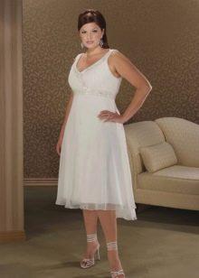 Короткое свадебное платье для полных невест в стиле ампир