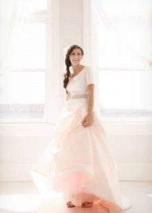 Свадебное платье закрытое слоновой кости