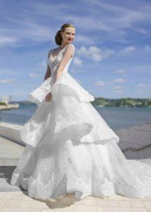 Свадебное платье пышное с каскадной юбкой