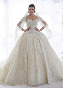 Кружевное свадебное платье пышное