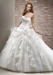 Свадебное платье пышное с вертикальными рюшами