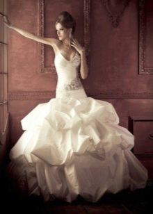 Пышное платье с заниженной талией