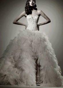 Пышное платье свадебное с разрезом