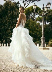 Свадебное платье от Alessandro Angelozzi с открытой спиной