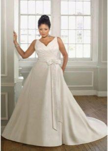 Свадебное платье а-силуэта для фигуры яблоко