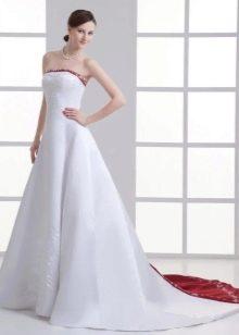 Свадебное платье с красной вставкой