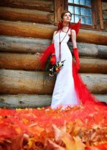 Вставка на спине красная на свадебном платье