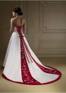 Свадебное платье с красными вертикальными вставками