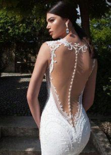 свадебное платье с открытой спиной и пуговицами