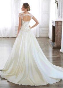 Свадебное платье со шнуровкой на спине