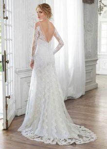 Свадебное платье с частично открытой спиной