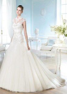 Свадебное платья с закрытым верхом с крупным ажуром