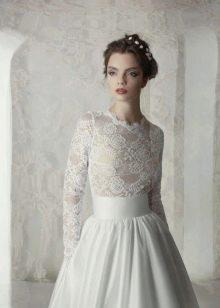 Свадебное платье с закрытым ажурным верхом