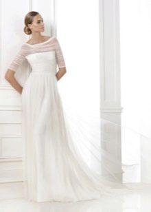 Свадебное платье с драпировкой из фатина