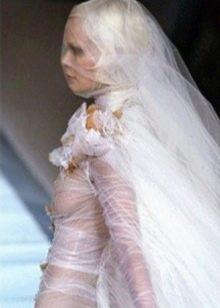 Страшное откровенное свадебное платье