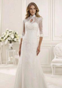 Свадебное закрытое платье с рукавом средней длины